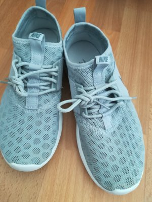Coole , federleichte neue ungetragene Nike Sneaker sucht neue Besitzerin