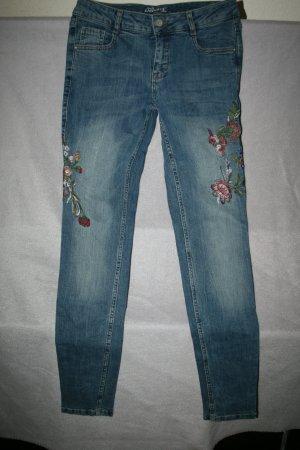 Coole Jeans von Zabaione Gr. 34 mit Stickerei