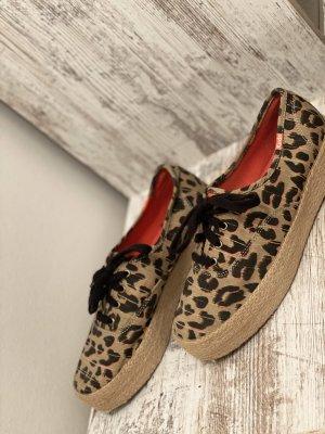 Coole Leoparden-Sommersneaker mit Plateausohle