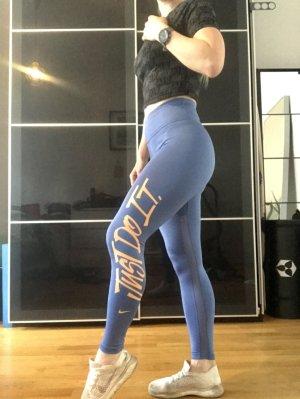 Coole Nike High Waist Leggings perfekt für jeden Freizeit- und Sport-Look und natürlich zum Trainieren ;)