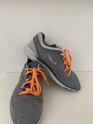 Coole Nike Sneaker in Gr 37,5 in grau in einem sehr guten Zustand