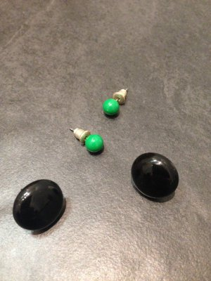 Claires Ear stud black-green