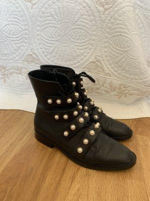 Coole schwarze Boots mit Perlen
