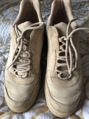 Coole Sneakers mit kleinem Plateau von H&M