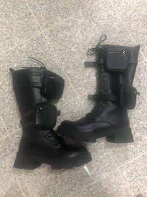 Coole Stiefel mit Taschen