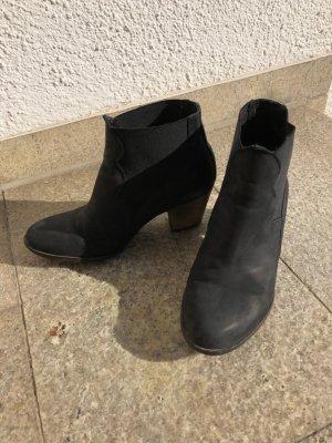 Coole Stiefeletten in schwarz von KMB