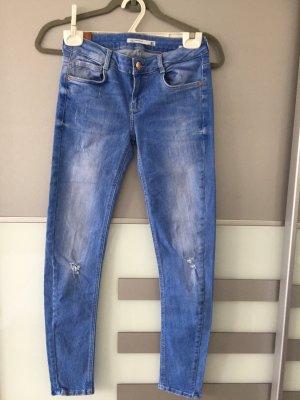 coole ZARA Jeans in blau 36 slimfit NEU
