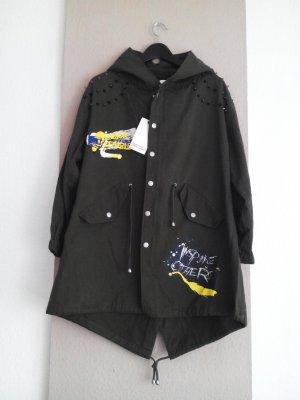 cooler Parka in khaki mit Nieten und Graffiti, Grösse S oversize, neu