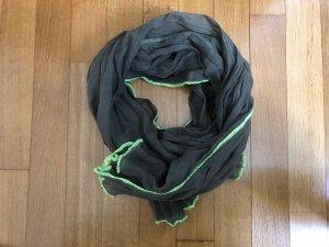 Cooler Schal mit Neondetail