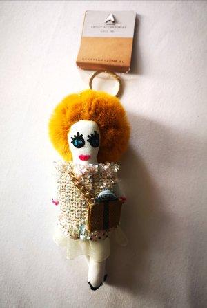 cooler stylischer Schlüssel - /Taschenanhänger Puppe NEU gelblich