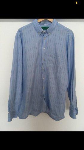 Cooles hellblaues streifenhemd