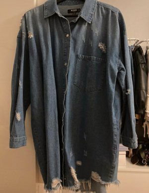 Cooles Jeanskleid im Destroyedlook