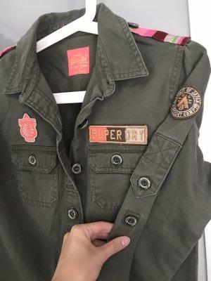 Cooles Military Hemd von Superdry mit patches