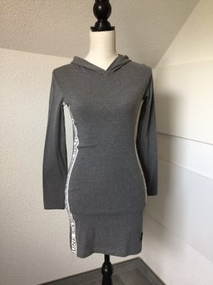 Cooles Sweatkleid mit Kapuze