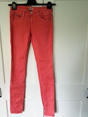 Coralfarbene Skinny Jeans von Hilfiger Denim in Größe 27/34