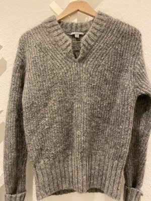 COS flauschiger Pullover