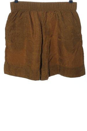 COS Pantalón corto de talle alto marrón look casual