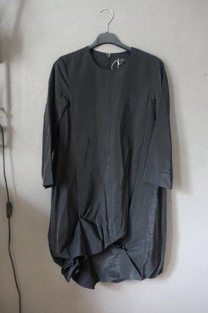 COS Kleid, neu, Drapierung, schwarz glänzend, sehr schön! Mit Taschen