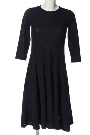COS Robe mi-longue noir style décontracté