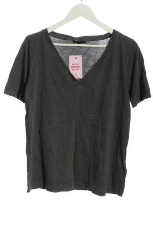 COS Camisa con cuello V gris claro look casual