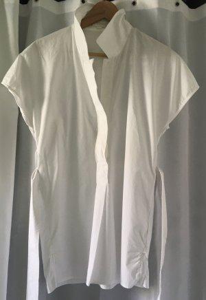 COS, Weiße Longbluse mit raffiniertem Bindegürtel