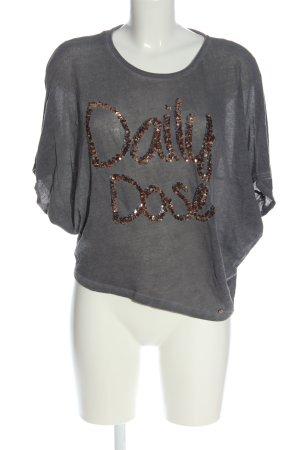 Cotton Candy Camisa de malla gris claro-color oro letras impresas look casual