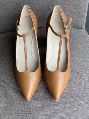 couture Zapatos de tacón con barra en T coñac