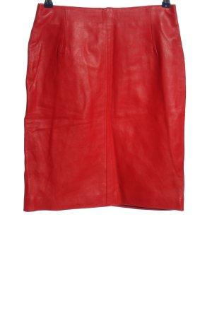 Crazy Outfits Falda de cuero rojo look casual