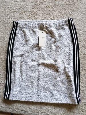 Cream & Rouge Wool Skirt white-black
