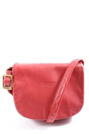 Cree Minibolso rojo look casual