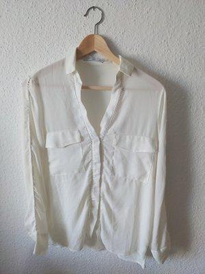 Cremefarbe Bluse mit Häkeleinsatz