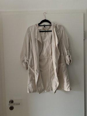 Cremefarbene Sommerjacke von H&M, Trenchcoat, Regenjacke, Blogger, Instagram, Trend, Nude