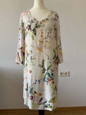 Cremefarbenes Kleid im aufregenden Print