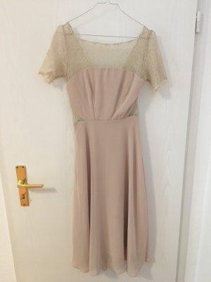 Cremefarbenes Kleid mit Spitze