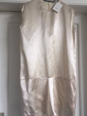 Cremefarbenes Seidenkleid v Celine