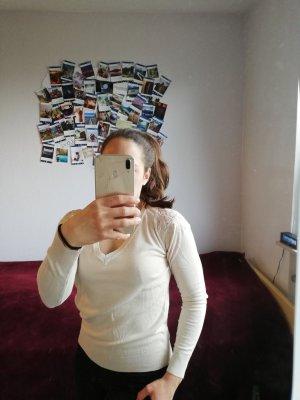 Cremiger Pullover mit besonderer Rückseite