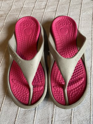 Crocs Chancla de baño gris claro-rosa