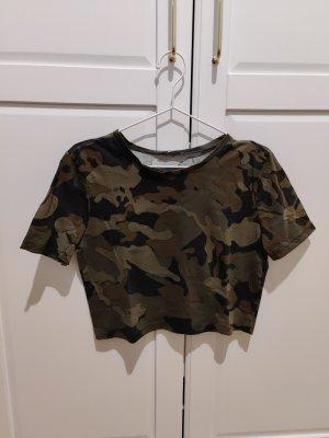 Crop Top in Camouflage Optik von Zara