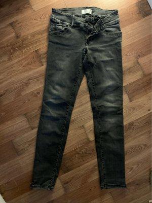 Cross Jeans Grau