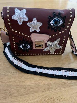 Crossbag Tasche Bordeaux mit schwarz und Badges