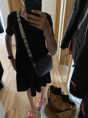 Crossbody Ledertasche von Coccinelle in der Farbe schwarz