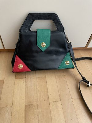 Crossbodytasche mit bunten Ecken und Verschluss