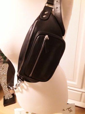 crossbodytasche schwarz mit ausgefallenem Tragegurt