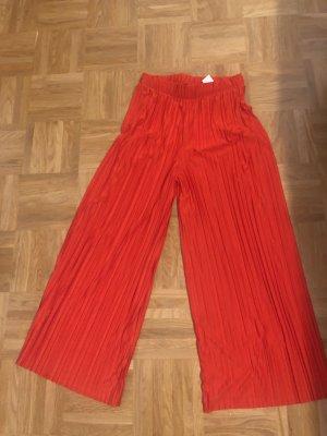 Culotteshose rot mit Falten