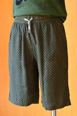 CUSTOMMADE S/36 leichte Shorts Sommer kurze Hose Scandistyle Etikett Grün Schwarz