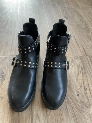 H&M Divided Cut Out Booties black