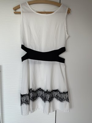 Cutout Kleid weis schwarz mit Spitze