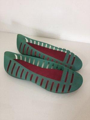 Crocs Beach Sandals turquoise-pink