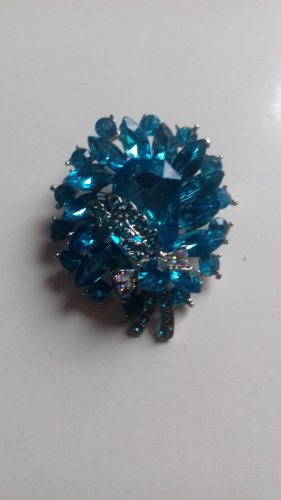 Brooch turquoise-neon blue metal