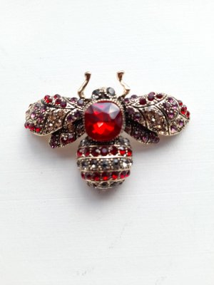Broche multicolore métal